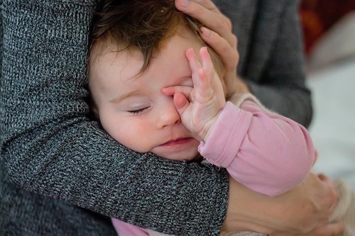 Baby Augen Reiben