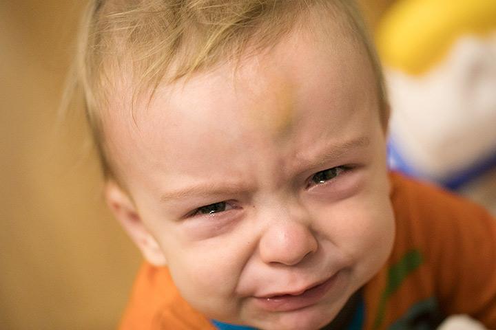 ᐅ Was tun, wenn Ihr Baby am Kopf getroffen wird?