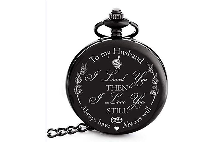 Auf der Taschenuhr meines Mannes eingraviert