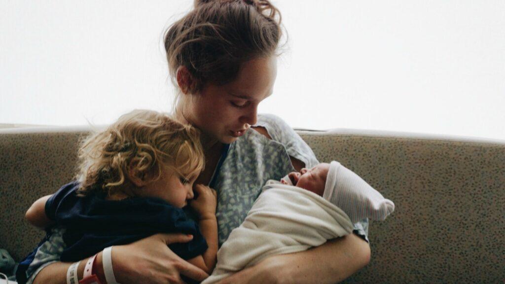 Amerikanische Familien verdienen es besser, nachdem sie ein Baby bekommen haben