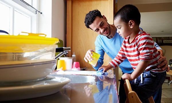 Aktuelle Nachrichten: Väter kümmern sich um ihre eigenen Kinder
