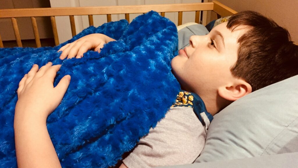 Eine gewichtete Decke half bei Schlafproblemen meines Sohnes