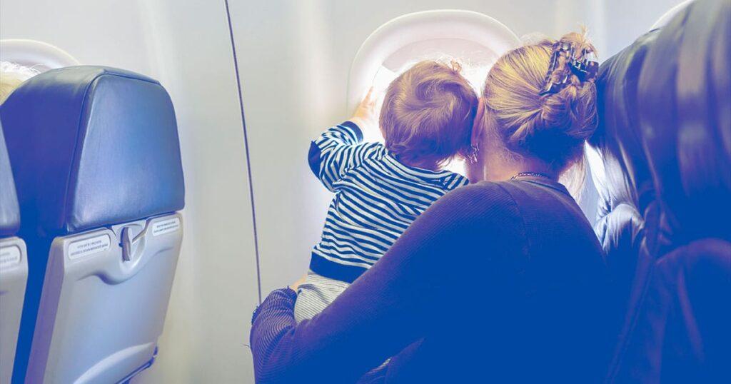 Eltern sollten immer das Recht haben, neben ihren Kindern in einem Flugzeug zu sitzen