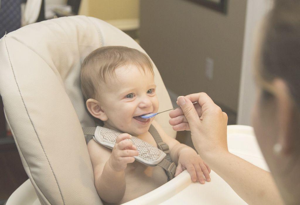 Füttere dein Baby mit diesen 8 Nahrungsmitteln oder riskiere seine Gehirnentwicklung - Ärzte warnen indische Eltern!