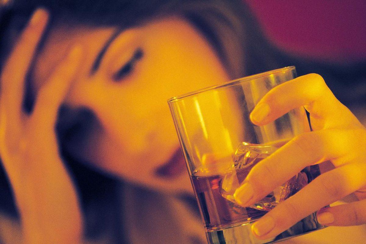 Gibt es einen Zusammenhang zwischen Alkoholkonsumstörung und Depression?
