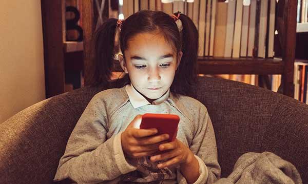 Niña, de 7 años, recibió mensajes inapropiados en una aplicación popular