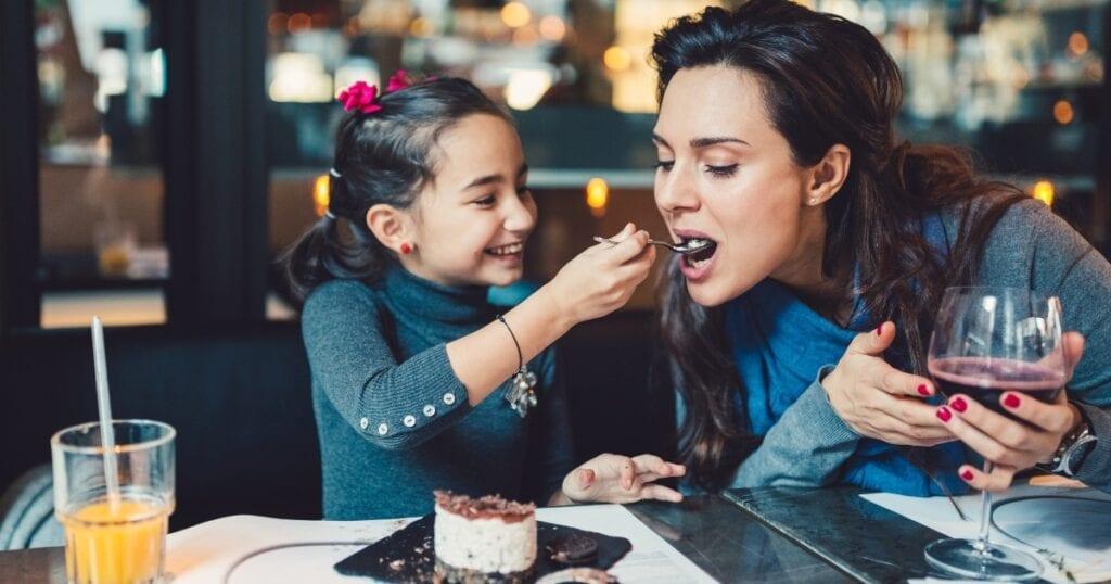 Nur eine Liste von mehr als 60 Restaurants, in denen Kinder jeden Tag der Woche kostenlos essen