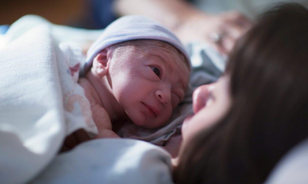 Die Leute denken, Neugeborene seien hässlich, sagt die Studie