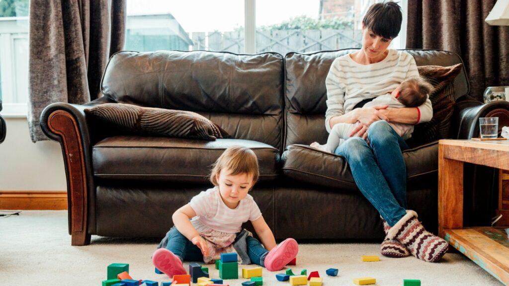 Rufe Mütter in der Cluster-Feeding-Hölle an