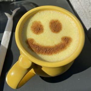 fröhliche Kaffeetasse