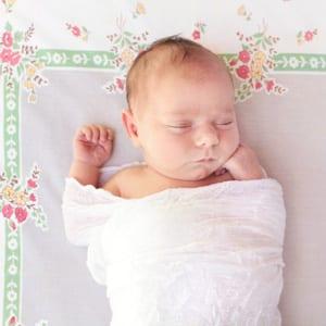 Studienergebnisse zeigen, dass fast die Hälfte der Säuglinge flache Flecken auf den Köpfen hat